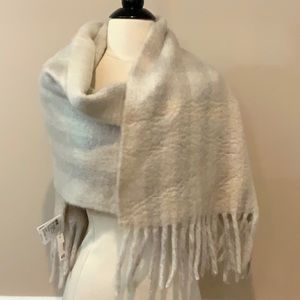 New H&M Chunky Fringe Blanket Scarf Plaid